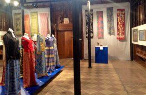 Batik-dresses-shawls-800